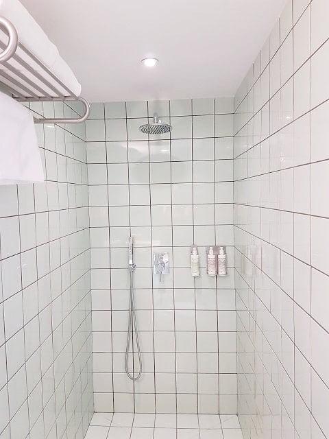 bathroom hotel brummell