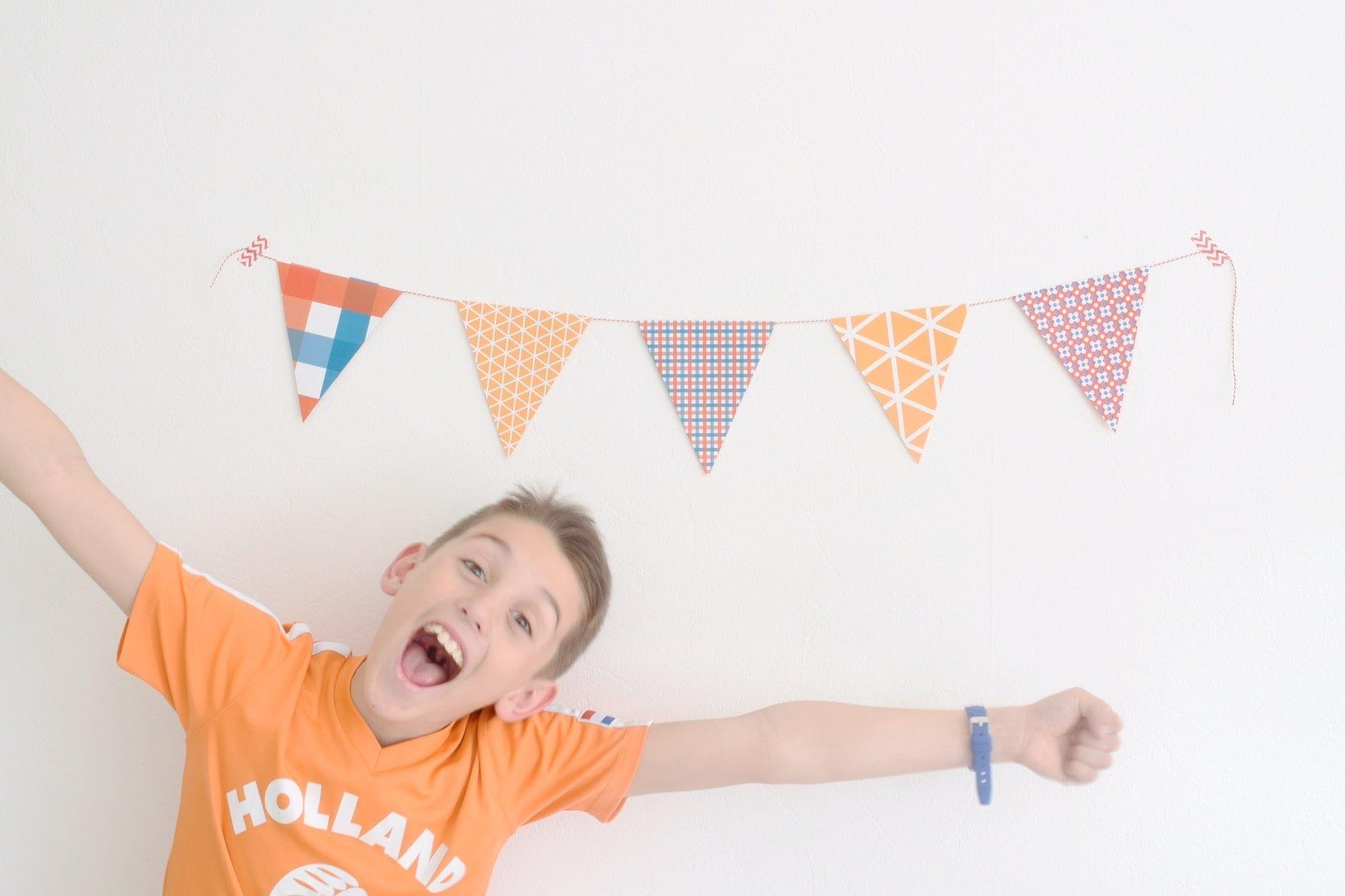 H&S cadeaupapier oranjekoorts links