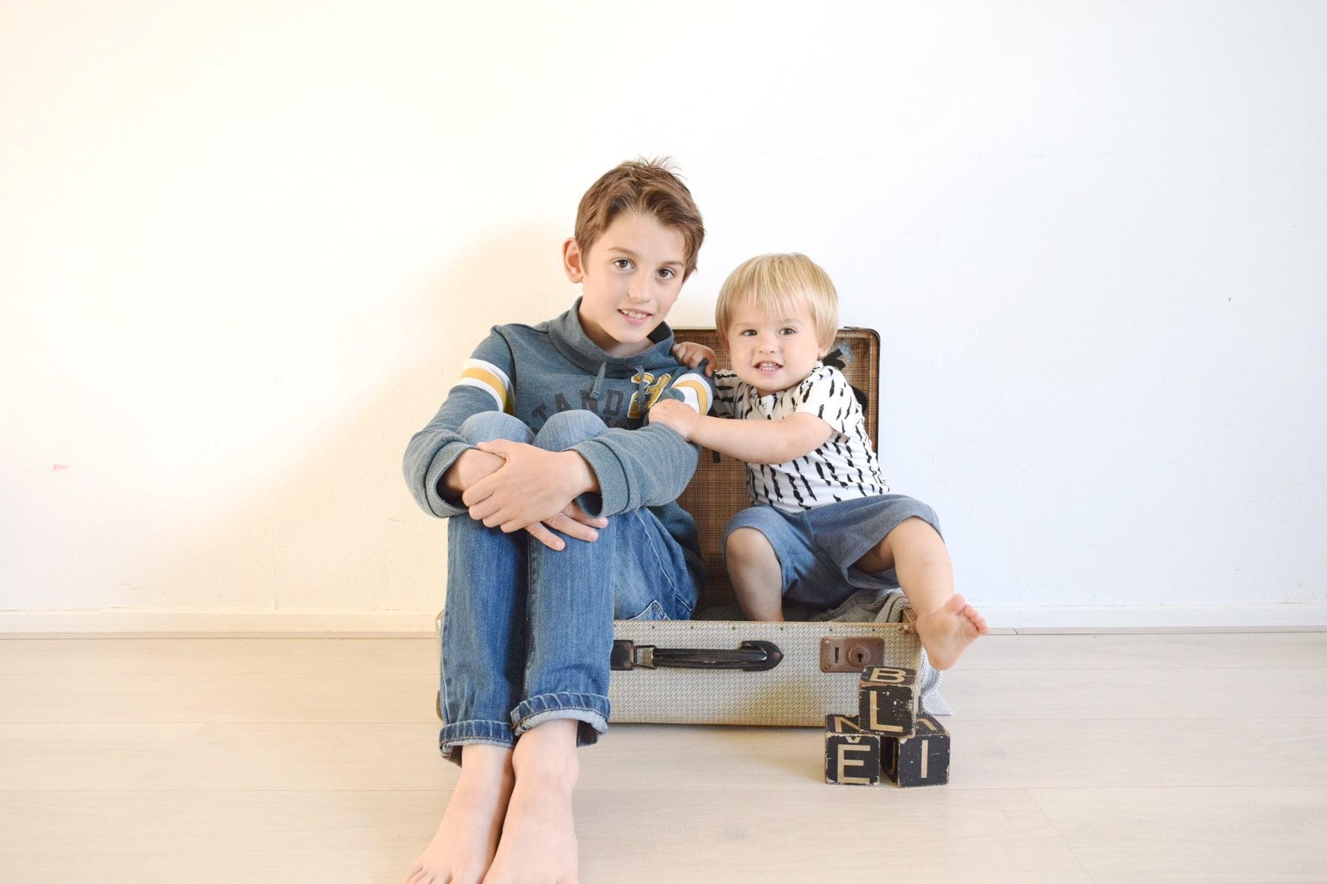 fotoshoot broertjes koffer